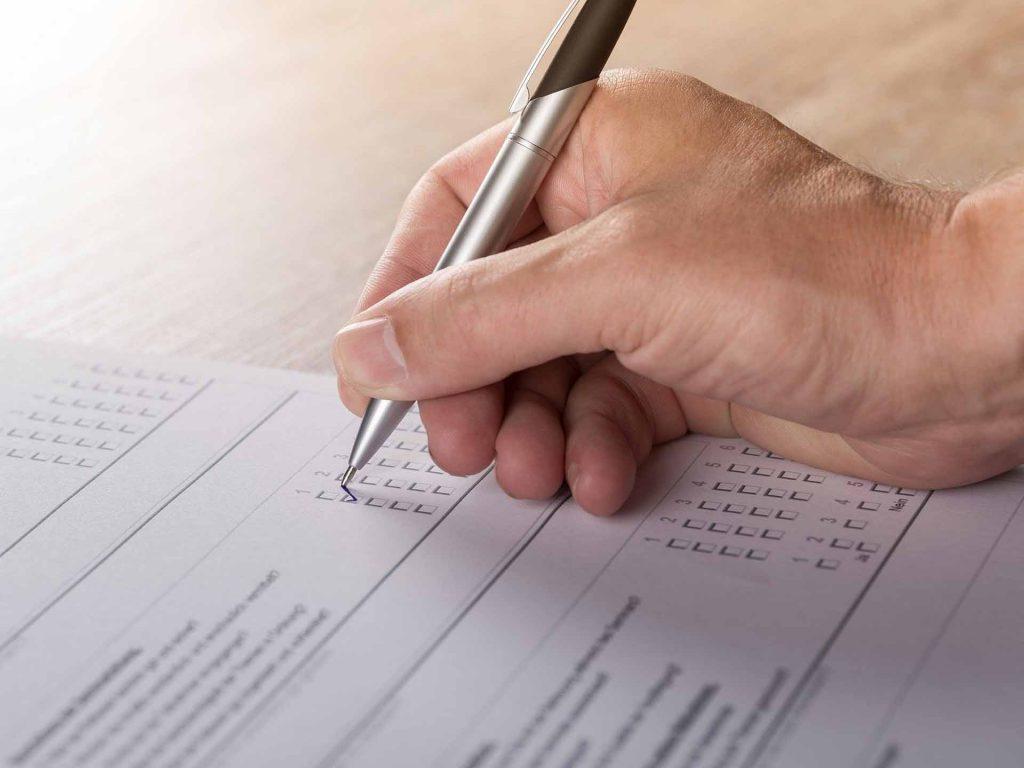 Encuestas y foros para validar el temario de un curso online